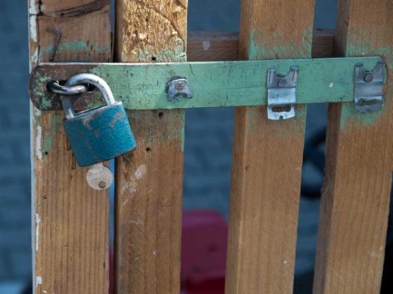 Adlo, bezpečnostné dvere
